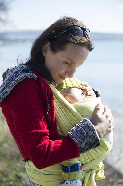 Психолог о слингах: что дает слингоношение маме и малышу